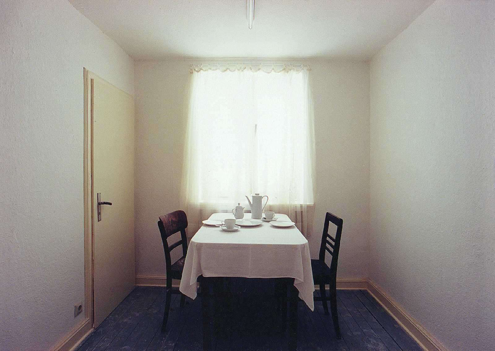 """Gregor Schneider, Raum 10, Kaffeezimmer, 1993, aus dem Werkkomplex """"Haus u r"""""""