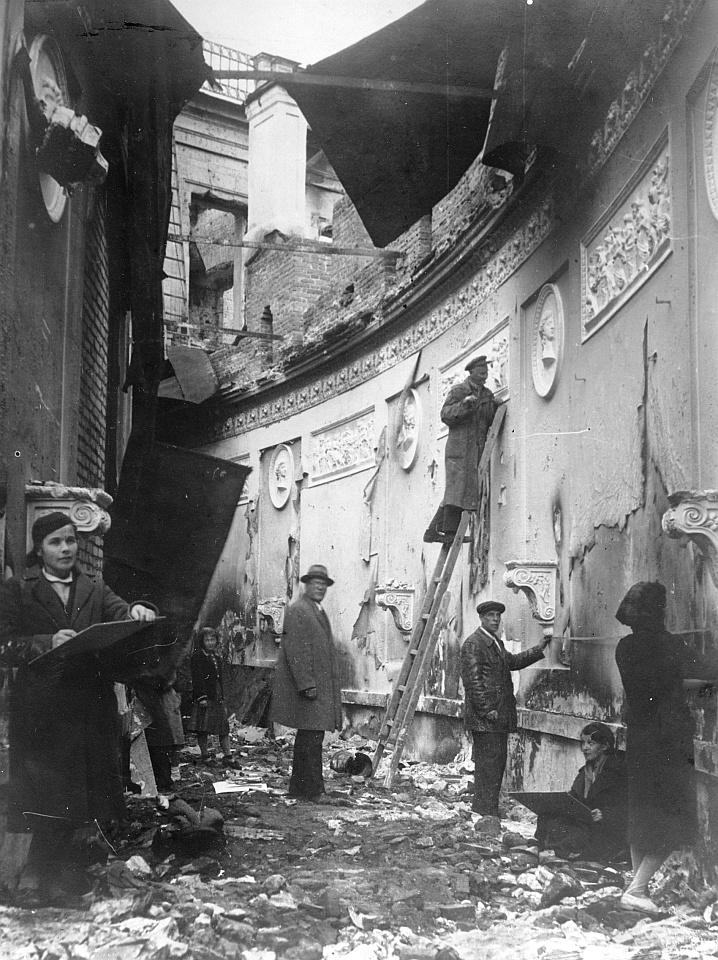 Bestandsaufnahme im Zarenschloss Gatschina nach der Zerstörung, um 1945