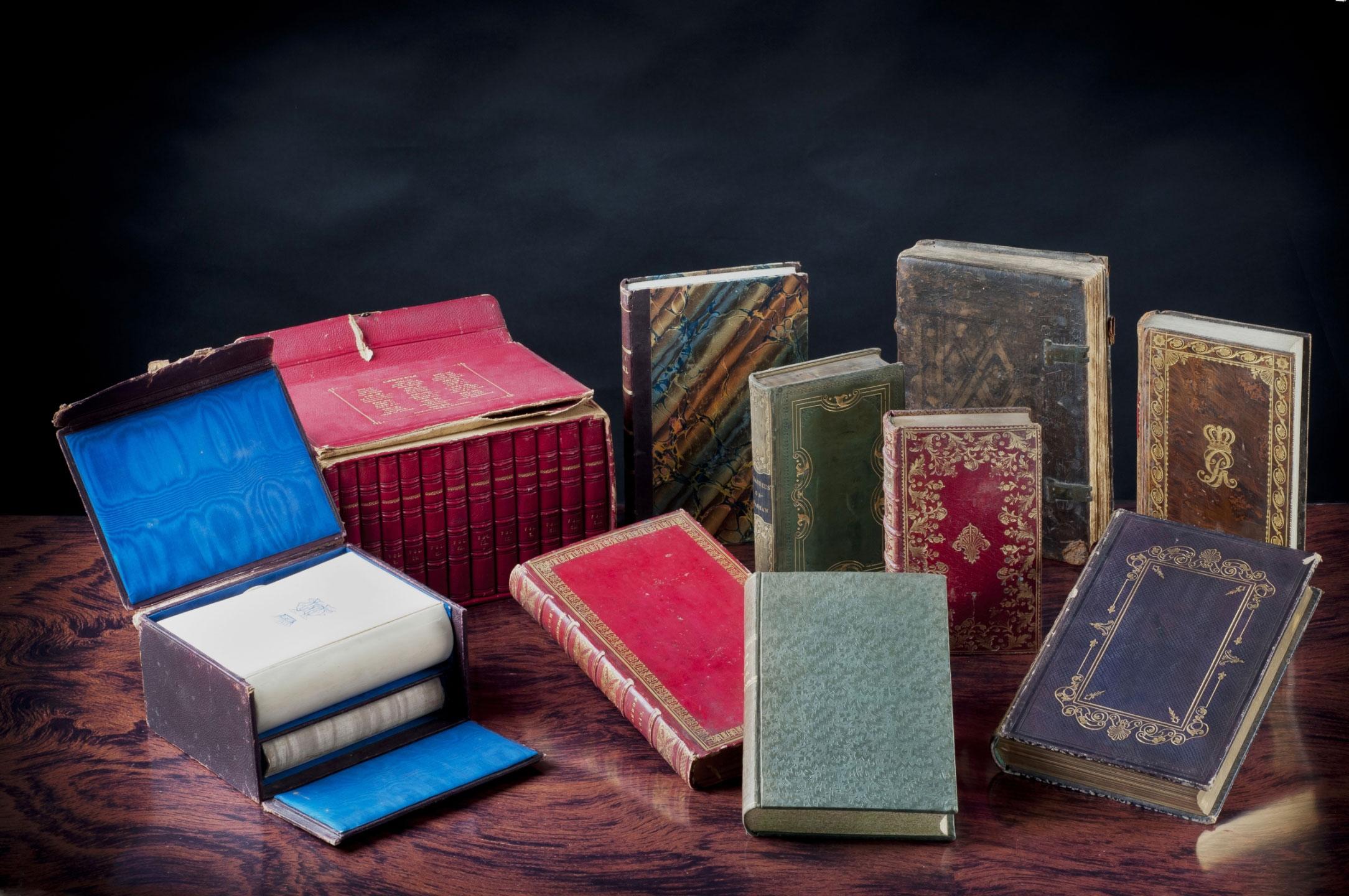 Die Leibniz Bibliothek in Hannover erwirbt eine bedeutende Büchersammlung: die Derneburger Bibliothek des hannoverschen Staatsministers Ernst Friedrich Herbert Graf von Münster und seiner Ehefrau Wilhelmine Charlotte, geb. Gräfin zu Schaumburg-Lippe.