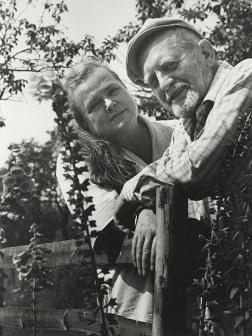 Eva und Erwin Strittmatter, Schulzenhof 1987;© bpk / Foto: Gerhard Kiesling