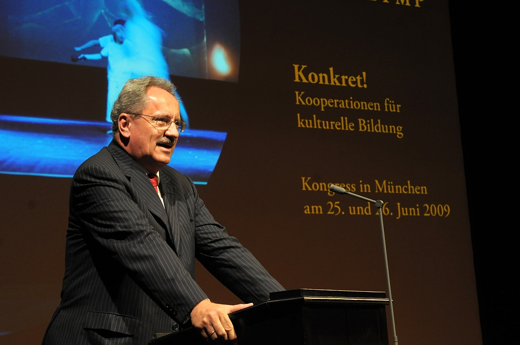 Christian Ude, Oberbürgermeister a. D. der Landeshauptstadt München, bei seinem Vortrag, Bildnachweis: Kinder zum Olymp, Foto: Stefan Gloede