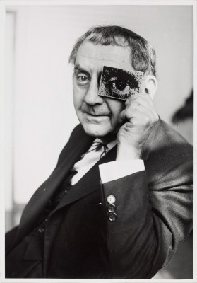 Charles Fraser: Man Ray mit photokina-Auge, photokina 1960, © Fraser Estate, London