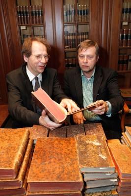 Rückgabe in Leipzig: Alexej Gusanow vom Schlossmuseum Pawlowsk (rechts), Stephan Graf von der Schulenburg,