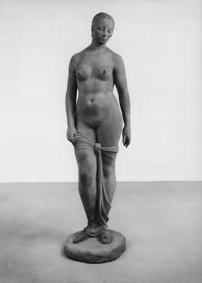 Wilhelm Lehmbruck, Stehende weibliche Figur, 1910; der Nachlass Lehmbrucks erworben 2009 von der Stiftung Wilhelm Lehmbruck Museum Duisburg © Stiftung Wilhelm Lehmbruck Museum Duisburg