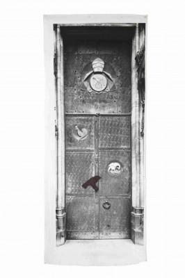 Joseph Beuys, Südportal des Kölner Doms, Papsttür, 1980, Fotoleinen, 300 x 124 cm © VG Bild-Kunst, Bonn 2012