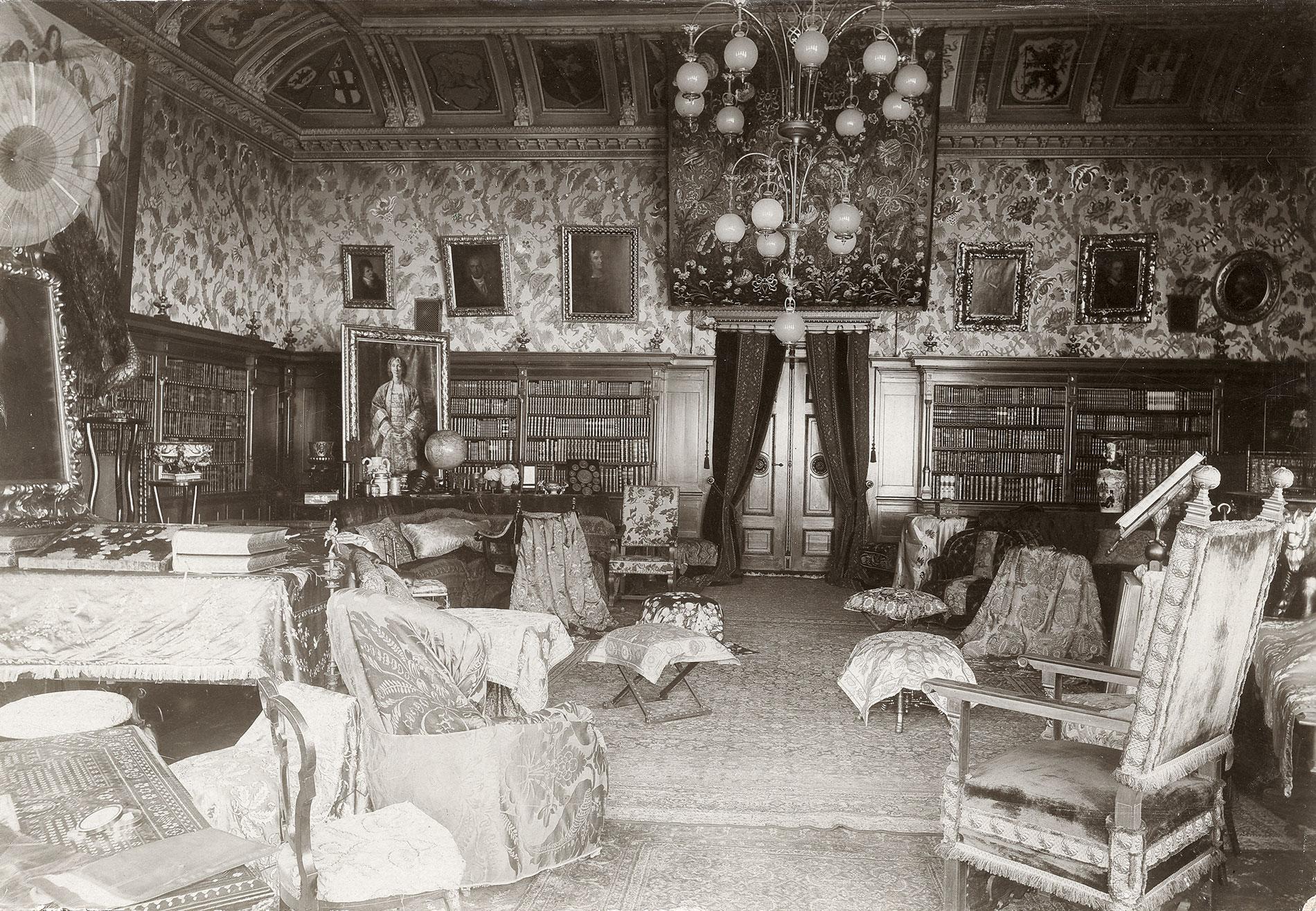 Großer Saal mit der Wagner-Bibliothek im Haus Wahnfried um 1900; Richard Wagner Museum, Bayreuth