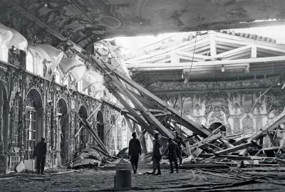 Eingestürzte Decke des Thronsaals im Katharinenpalast in Puschkin, September 1941. Fotografie der Propagandakompanien der Wehrmacht