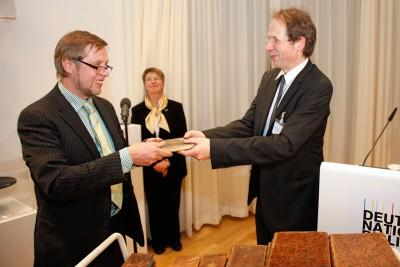 Rückgabe in Leipzig: Alexej Gusanow vom Schlossmuseum Pawlowsk (links), Stephan Graf von der Schulenburg Foto: Alexander Schmidt