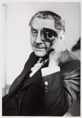 Charles Fraser: Man Ray mit photokina-Auge, photokina 1960 © Fraser Estate, London
