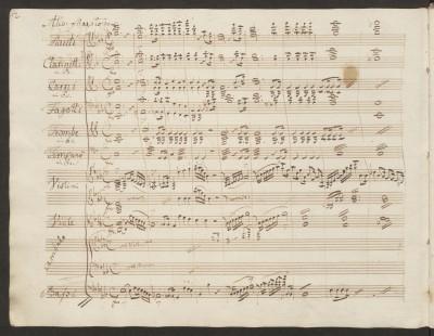 """Carl Maria von Weber, 2.Klavierkonzert Es-Dur op. 32, Seite 2. Der Vorsatz zeigt die im Konzert verwendeten Instrumente. Weber schreibt hier """"Cembalo"""", gemeint ist das Soloklavier. © Staatsbibliothek zu Berlin - PK"""