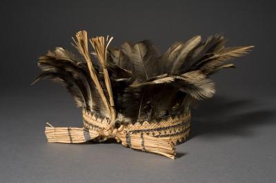 Canela, Kopfschmuck für die Festzeit. Ñandufedern, Palmblatt © Staatliches Museum für Völkerkunde München; Foto: M. Weidner