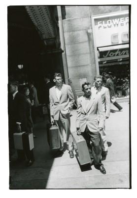"""Robert Frank, aus der 12-teiligen Serie """"From the Bus"""", New York 1958, Museum Folkwang, Essen Weder die vorerst harsch"""