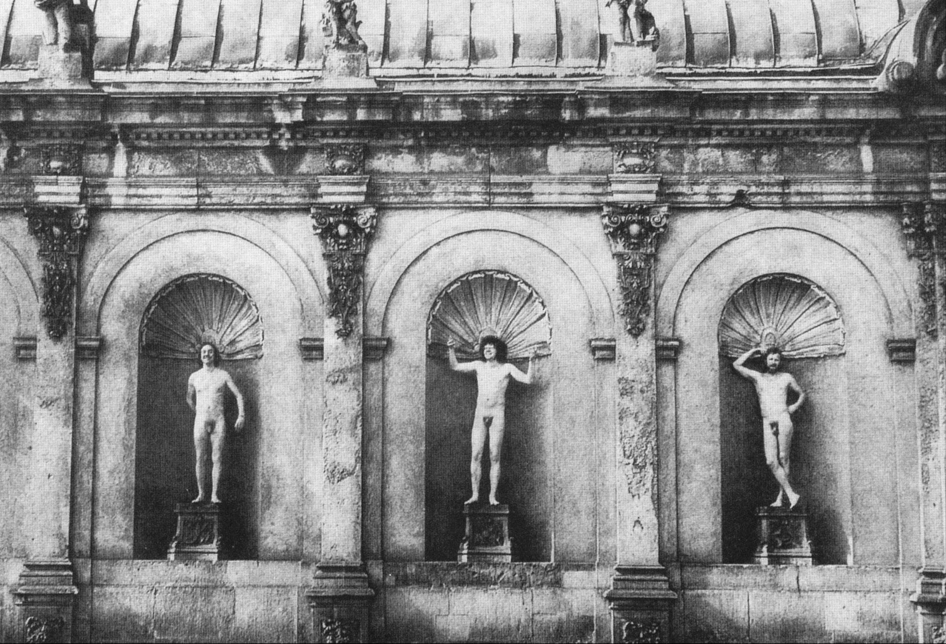 Ein Happening der Chemnitzer Künstlergruppe Clara Mosch: Sonntagnachmittag im Zwinger Dresden, 1977, Fotografie von Ralf-Rainer Wasse