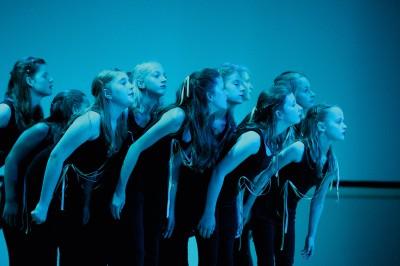 """Die Tanzperformance """"Plankton"""" des Ratsgymnasiums Minden begeisterte die Gäste im Konzerthaus. Die Schule ist Preisträger in der Sparte """"kulturelles Schulprofil"""""""