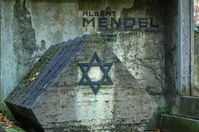 Die Grabanlage Albert Mendel (Entwurf Walter Gropius) Bitte Nutzungsrechte klären bei Fotografin Daniela Friebel, Mobil + 49 174 329 1303, Mail post@danielafriebel.de