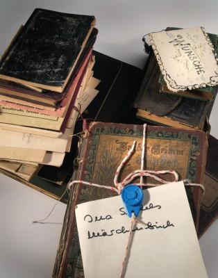 Konvolut von Notizbüchern und Fundstücken aus dem Nachlass von Ina Seidel, überliefert im Archiv ihres Verlags: der DVA. © DLA Marbach