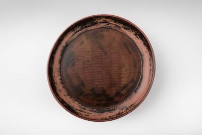 Tablett mit hohem Fuß,  Muromachi-Zeit, 10.5 x 46 cm; Sammlung Klaus F. Naumann, Museum für Asiatische Kunst, Staatliche Museen zu Berlin