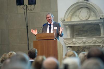 Hermann Parzinger, Sprecher des Deutsch-Russischen Museumsdialogs (DRMD), begrüßt die 200 deutschen und russischen Kollegen zur Festveranstaltung im Berliner Bode-Museum © Stefan Gloede