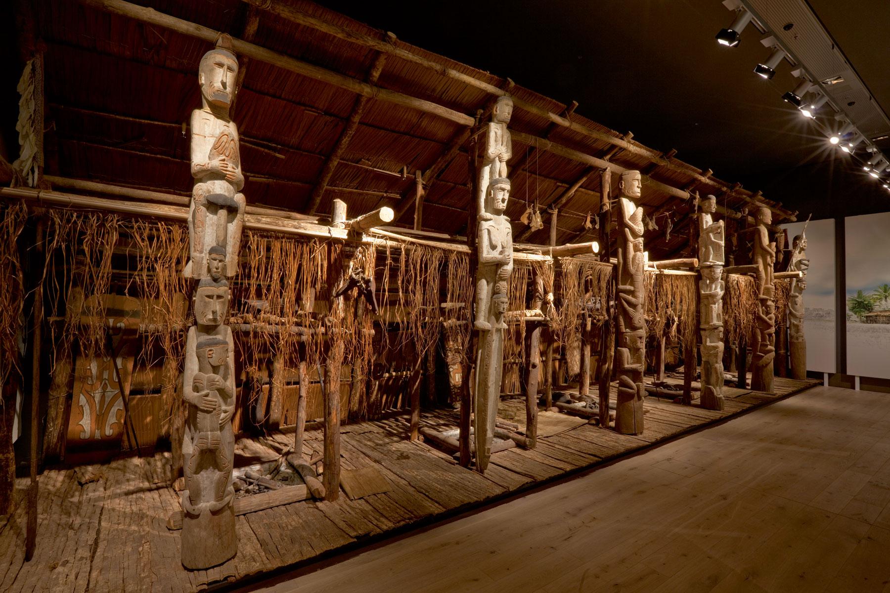Männerhaus der Asmat aus der Dorfschaft Atjs, West-Neuguinea, Melanesien, Rautenstrauch-Joest-Museum, Köln