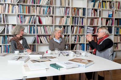 Ursula Hartwieg, Isabel Pfeiffer-Poensgen und Thomas Prinzler beim Gespräch