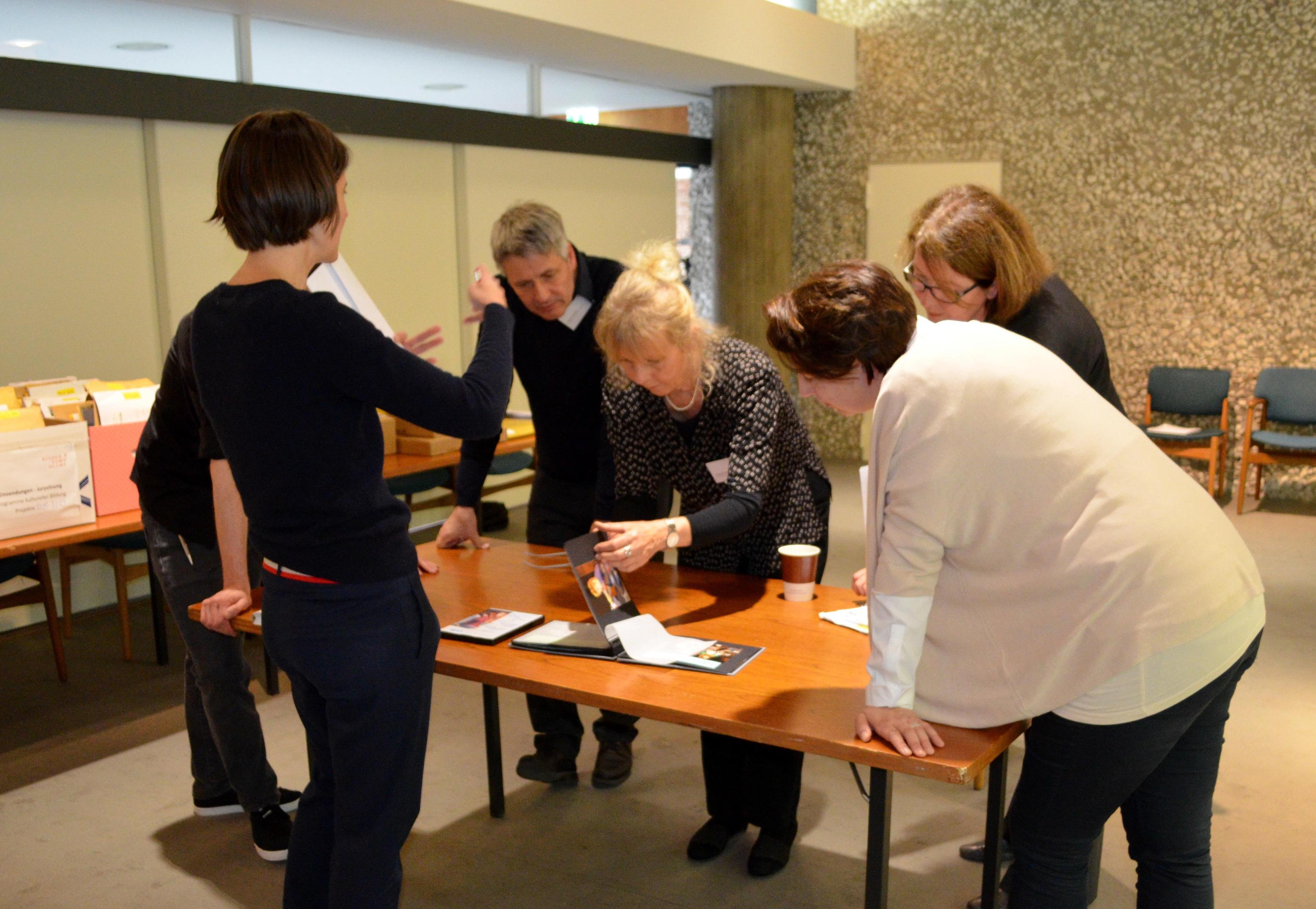 Die Jury bei Kinder zum Olymp! in der Akademie der Künste Berlin am 17. Mai 2016 mit Prof. Andrea Tober, Andreas Schmid und Renate Breitig und anderen