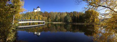 Blick von der Saale auf Schloß Burgk. Foto Saaleconvalley