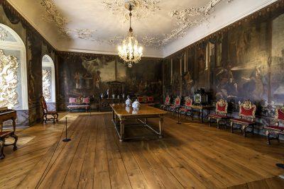 Kleiner Saal von Schloß Burgk mit kostbarer Wandbespannung. Foto Saaleconvalley