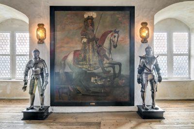 Reiterstandbild im Rittersaal: Fürst Heinrich II (Reuß älterer Linie) vor Schloß Burgk. Foto Saaleconvalley