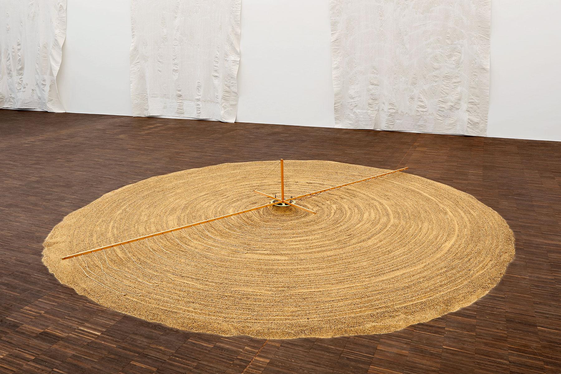 Günther Uecker, Sandspirale, 1970, Durchmesser 400 cm; Staatliches Museum Schwerin © VG Bild-Kunst, Bonn 2016