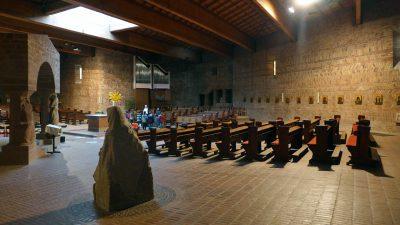 Heinz Bienefeld, Pfarrkirche St. Willibrord, Mandern-Waldweiler (1968), Innenraum; ©Foto: Wolfgang Voigt