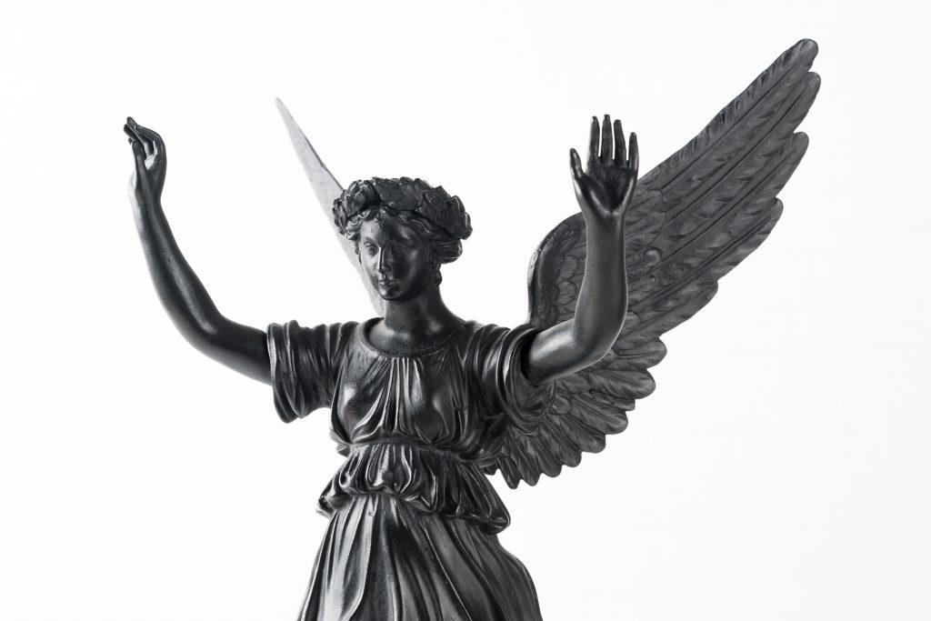 Viktoria-Statuette (vierarmiger Leuchter, unvollständig), Eisenguss, Königlich-Preußische Gießerei, Gleiwitz; um 1820—30; Museum für Stadtgeschichte Dessau © Ulrich Lange, Dessau