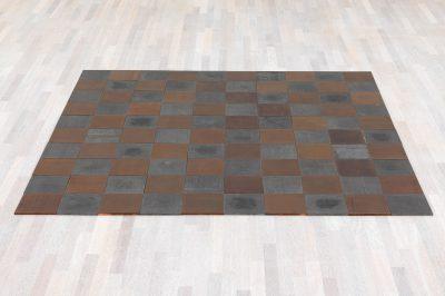 Carl Andre, Copper-Magnesium Alloy Square, 1969, 1×200×200 cm, Platten je 1×20×20 cm; Kunstsammlung Nordrhein-Westfalen; © VG Bild-Kunst, Bonn 2016 / Foto: Achim Kukulies
