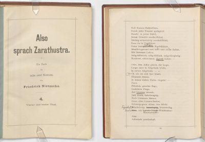 Titelblatt sowie Seite 94 des Privatdruckes des IV. Teils des Zarathustra mit handschriftlichen Korrekturen Peter Gasts; © Klassik Stiftung Weimar / Goethe- und Schiller-Archiv