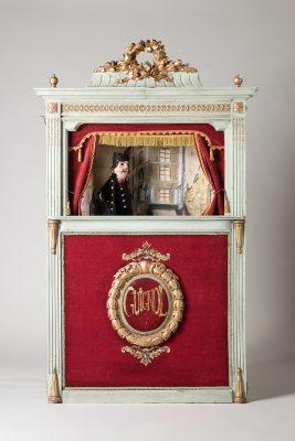 Handpuppenbühne für das Guignoltheater in Frankreich, Ende des 19. Jahrhunderts, aus der Sammlung Uwe Brockmüllers; © Foto: Ulrich Lange, Dessau, vierzig-a.de