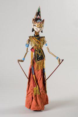 Stabpuppe des traditionelles indonesischen Puppentheaters Wajang Golek, erste Hälfte des 20. Jahrhunderts, aus der Sammlung Uwe Brockmüllers; © Foto: Ulrich Lange, Dessau, vierzig-a.de