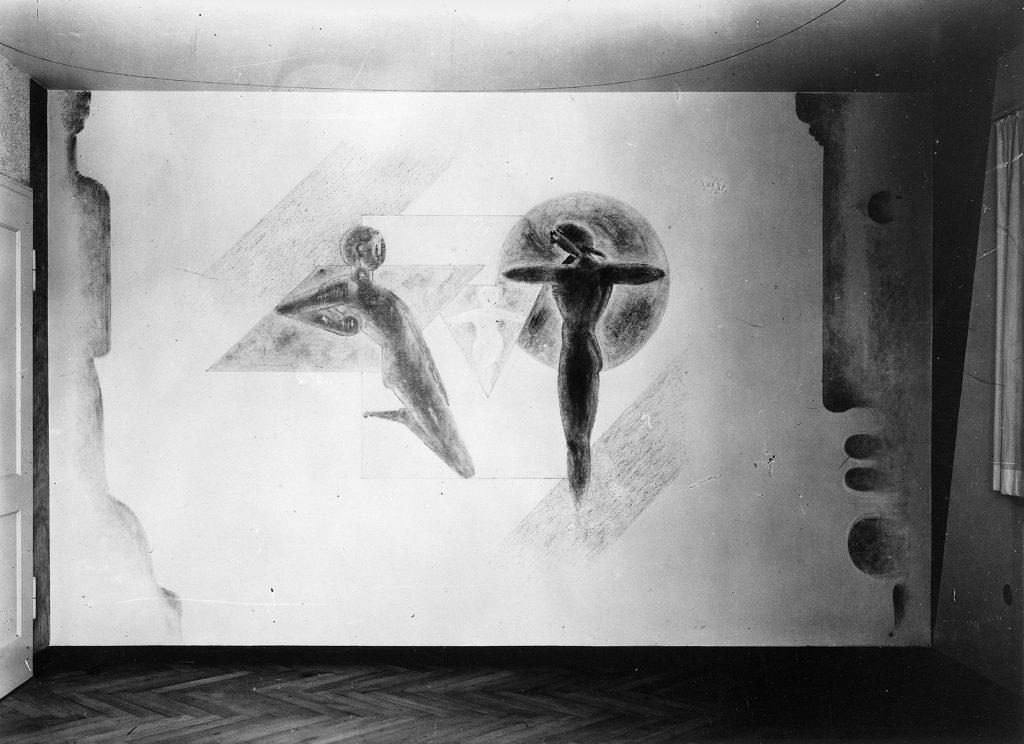 """Oskar Schlemmer, Wandbild """"Familie"""" an seinem ursprünglichen Standort im Haus Keller, Aufnahme vermutlich kurz nach der Fertigstellung 1940, © Staatsgalerie Stuttgart"""