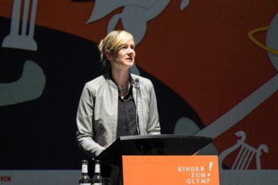 Impressionen des achten Kinder zum Olymp!- Kongresses in Düsseldorf: Christina Kampmann, Ministerin für Familie, Kinder, Jugend, Kultur und Sport NRW , begrüßt die Teilnehmerinnen und Teilnehmer