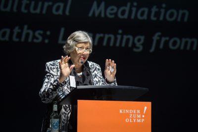 Impressionen des achten Kinder zum Olymp!- Kongresses in Düsseldorf: Auch Magaly Cabral, Direktorin des Museu da República, Rio de Janeiro, hält einen der Auftaktvorträge