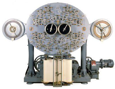 Die Gezeitenrechenmaschine von 1915 im Deutschen Schiffahrtsmuseum Bremerhaven; © Deutsches Schiffahrtsmuseum Bremerhaven