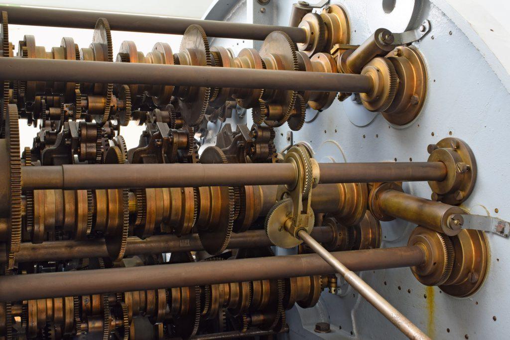 Detail der Gezeitenrechenmaschine von 1915 im Deutschen Schiffahrtsmuseum Bremerhaven; © Deutsches Schiffahrtsmuseum Bremerhaven / Foto: Silke Wiedmann