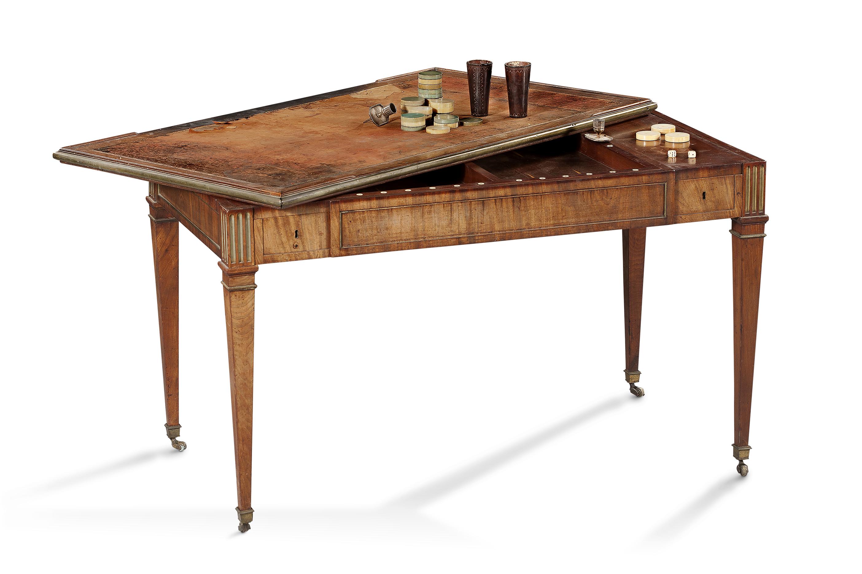 David Roentgen, Schreib- und Spieltisch, um 1780/90; Foto: Ralph Gierhards Antiques