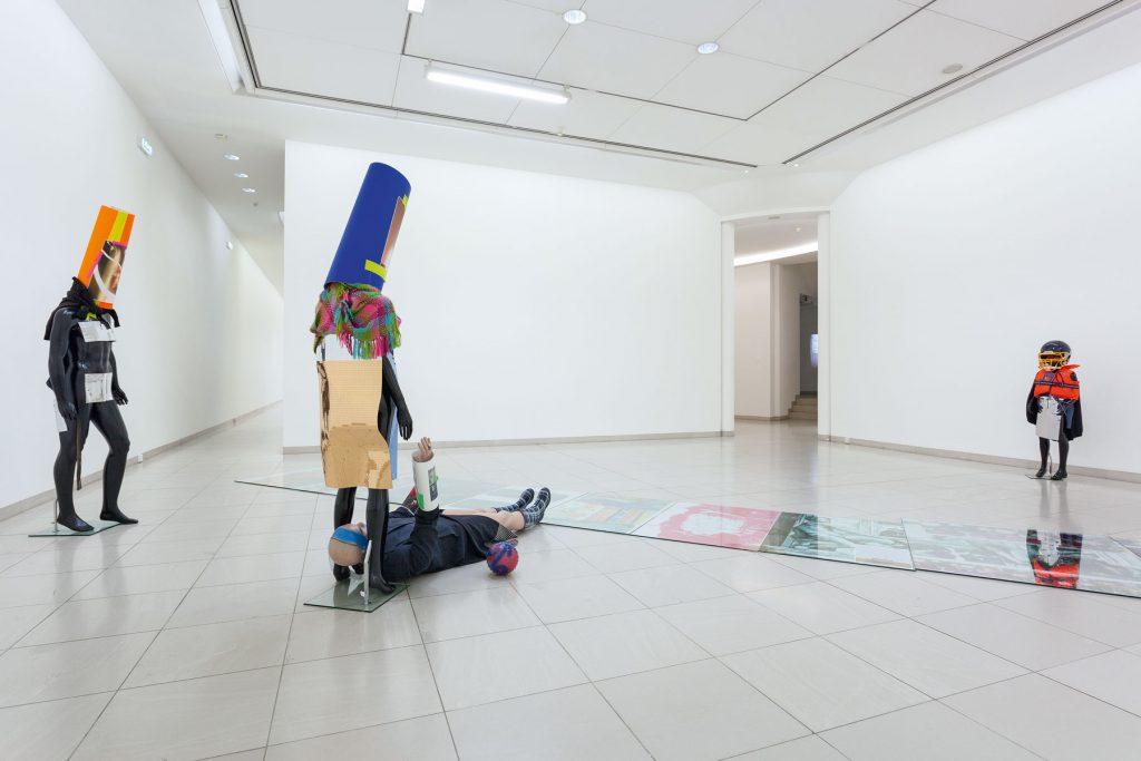 Isa Genzken, Schauspieler II, 8, 11, 12, 2014, und Untitled, 2014; MMK Museum für Moderne Kunst Frankfurt am Main; © VG Bild-Kunst, Bonn 2017 / Foto: Axel Schneider