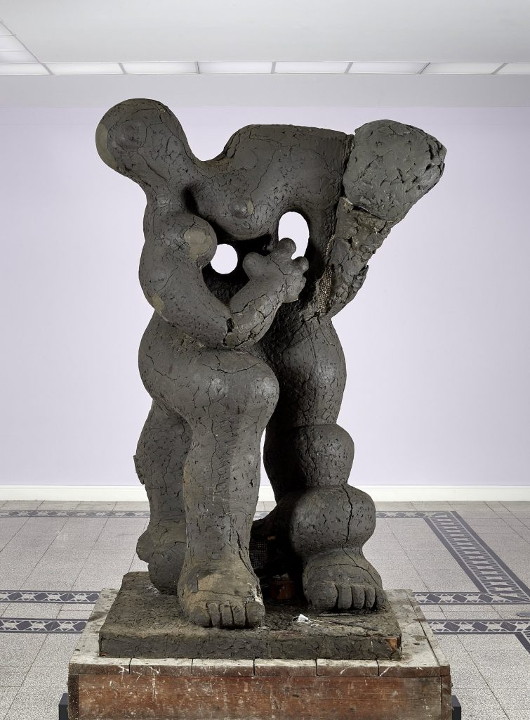 "Jacques Lipchitz, Modell für ""Benediction"", 1943–45, 216 × 132 × 107 cm; Kunstsammlungen Chemnitz, Schenkung der Jacques and Yulla Lipchitz Foundation, Inc.; © 2017 All Rights Reserved, Estate of Jacques Lipchitz / Foto: Kunstsammlungen Chemnitz/PUNCTUM/Bertram Kober"