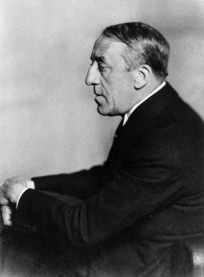 Henry van de Velde, um 1914, fotografiert von Louis Held; © Klassik Stiftung Weimar, Werkverzeichnis Henry van de Velde / Foto: Louis Held