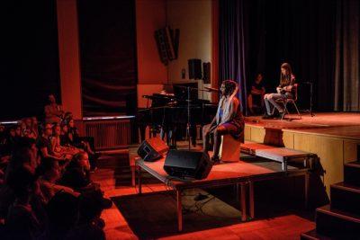 """IGS Herder, Frankfurt am Main: Praxistag """"Jazz und improvisierte Musik"""" im Jahrgang 9/10, Beitrag zum """"Open Stage""""; © Dirk Johanns"""