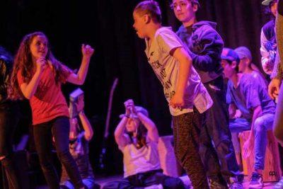 """IGS Herder, Frankfurt am Main: Kulturelle Praxis im Jahrgang 5, Tanzbeitrag beim """"Open Stage""""; © Dirk Johanns"""