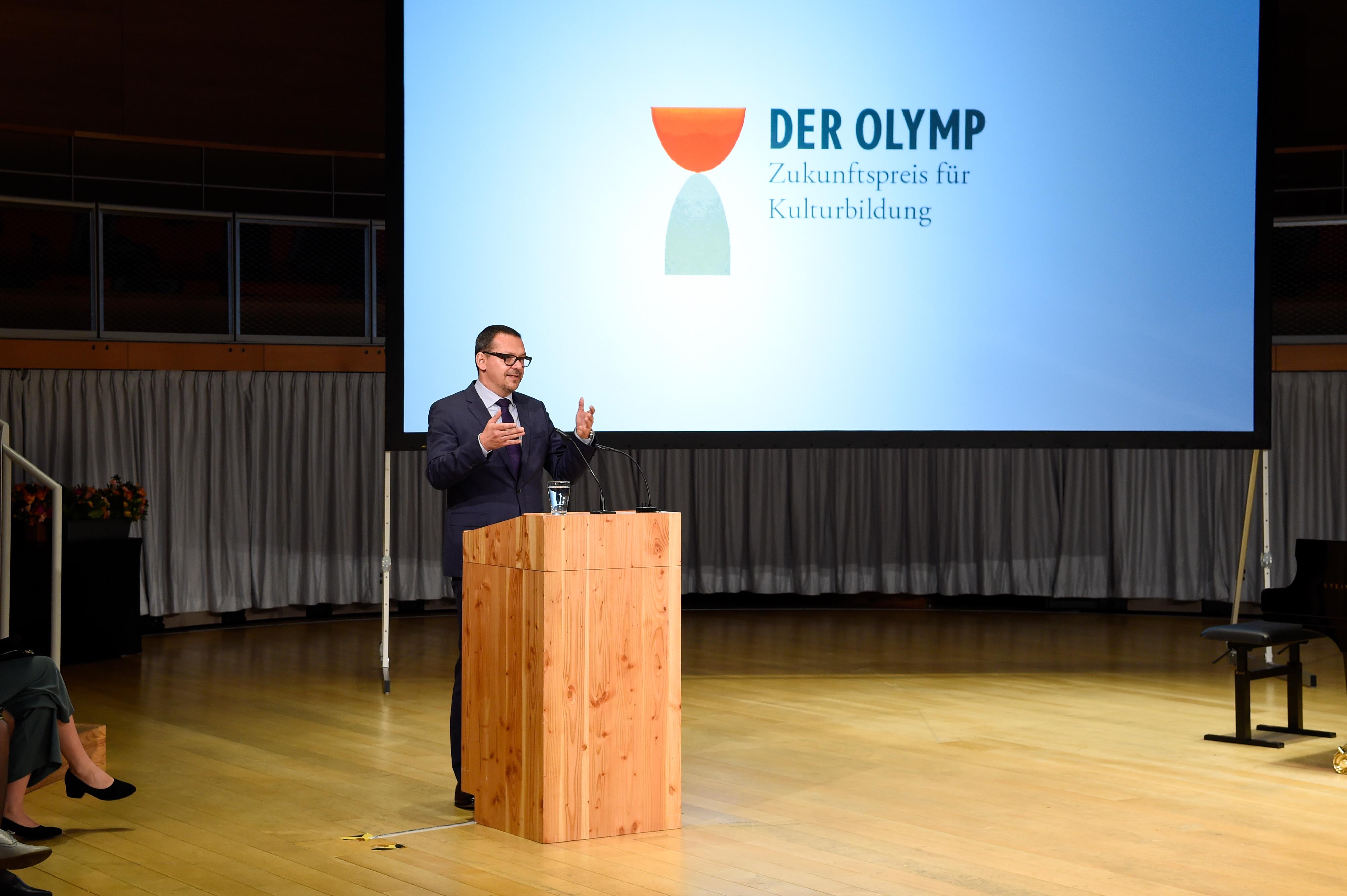 """Generalsekretär Markus Hilgert eröffnete die Preisverleihung: """"Wer kulturelle Vielfalt und sozialen Zusammenhalt stärken will, darf nicht nur historisch Gewachsenes bewahren, sondern muss auch Heranwachsendes unterstützen."""""""
