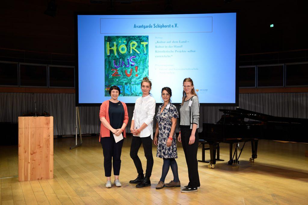 Avantgarde Schiphorst e.V., Gewinner des Sonderpreises für Beiträge aus dem ländlichen Raum, mit Laudatorin Katerina Schumacher