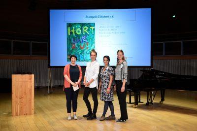 Avantgarde Schiphorst e.V., Gewinner des Sonderpreises für Beiträge aus dem ländlichen Raum, mit Laudatorin Katerina Schumacher; © Foto: Stefan Gloede