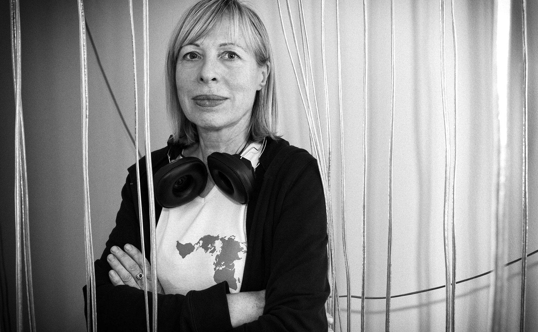 """Christina Kubisch in der Ausstellung """"Anichroches"""", Paris, 2011; © Foto: Mazen Saggar"""